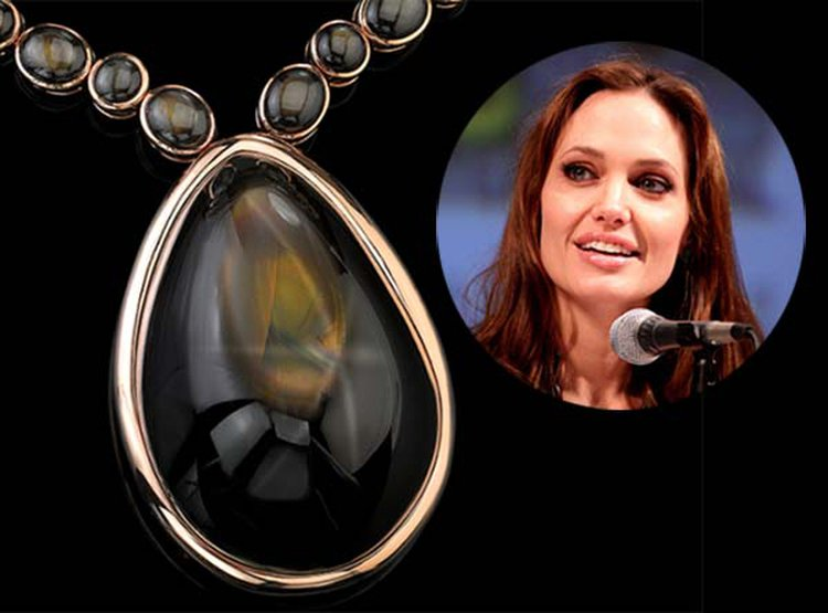 888-Carat 'Star of Jolie' Is the Largest Gem-Quality Star Sapphire in the World